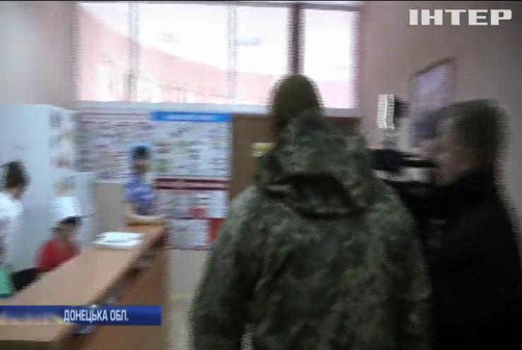 Українські армійці передали в лікарню гуманітарну допомогу