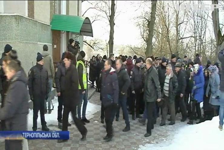 Служителі храмів УПЦ на Тернопільщині та Волині протестують проти незаконного переходу до ПЦУ