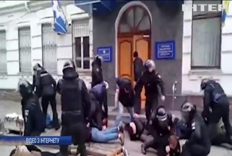 Побиття активіста: поліцейському обрали запобіжний захід