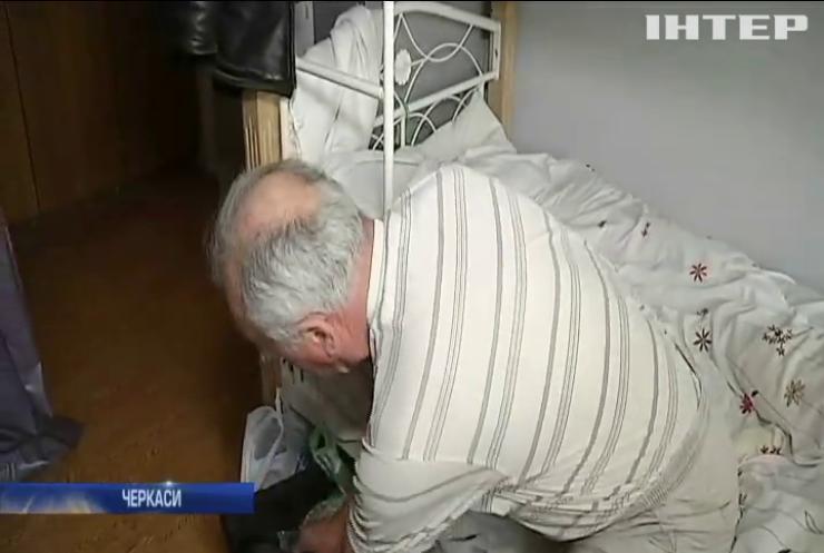 На Черкащині літній чоловік залишився без домівки через сина