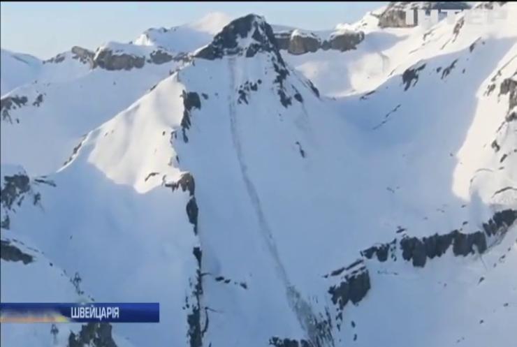 Лавина у Швейцарії: рятувальники шукають зниклих лижників