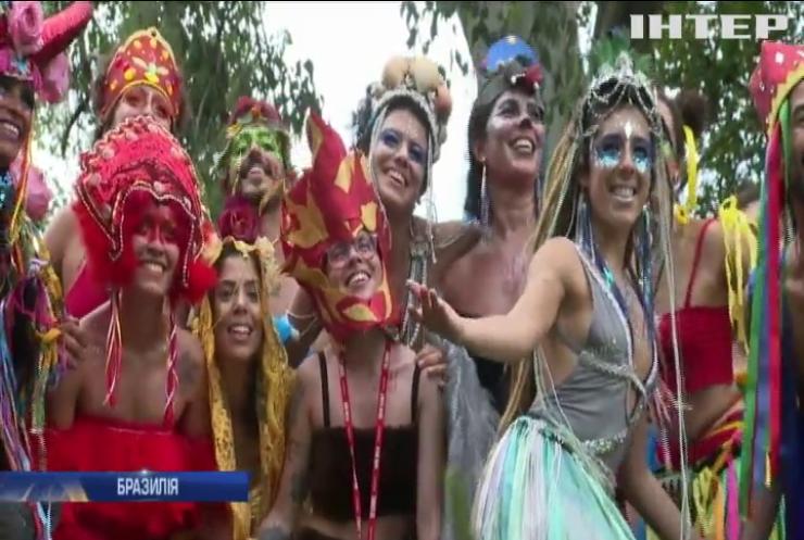 Блиск та краса: у Ріо-де-Жанейро вирує знаменитий карнавал