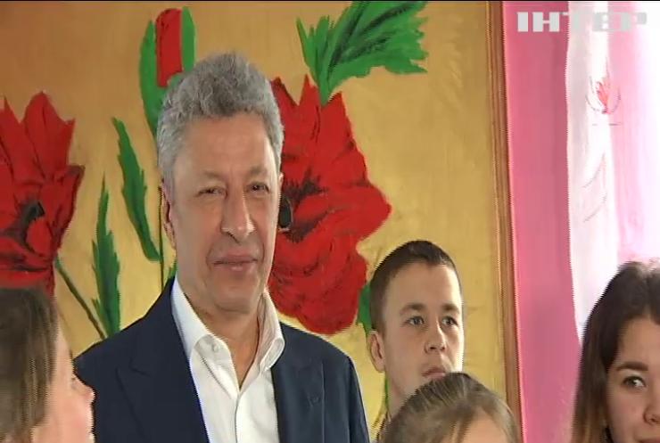 Юрій Бойко привітав з 8 березня багатодітну мати із будинка сімейного типу на Київщині
