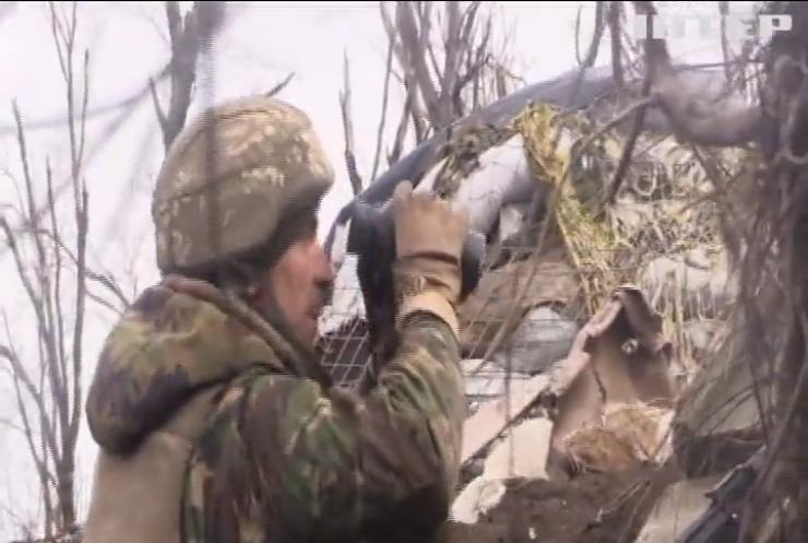 На Донбасі від ворожих куль постраждали армійці
