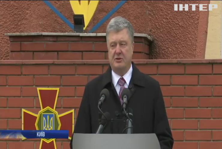 Петро Порошенко привітав українців із Днем добровольця