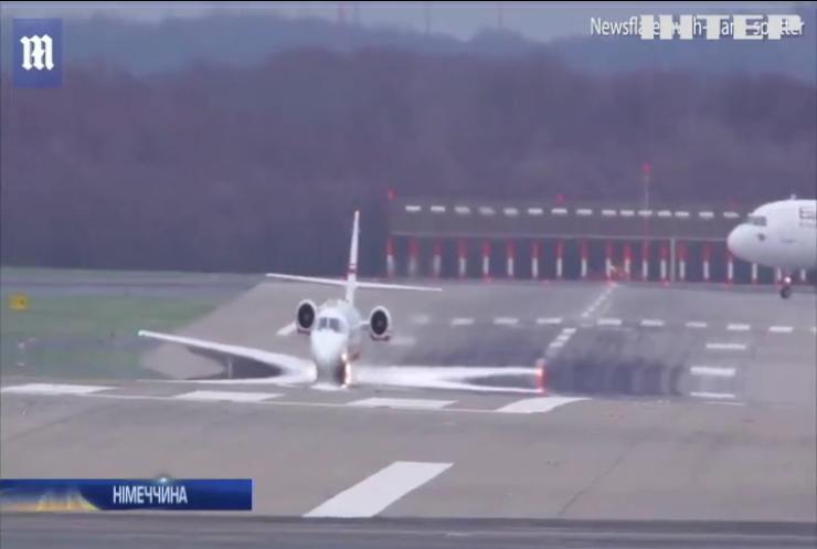 У Дюссельдорфі екстрено посадили пасажирський літак (відео)