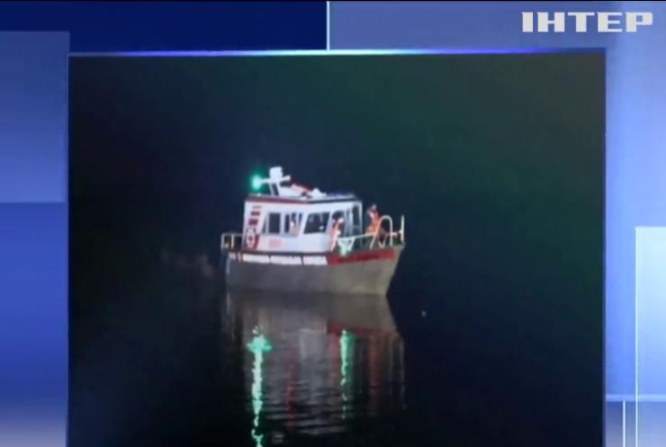 На Дніпрі перекинувся човен з людьми
