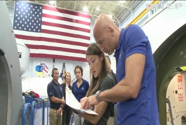 """Нема чого вдягнути: у NASA скасували """"жіночий"""" вихід у відкритий космос"""