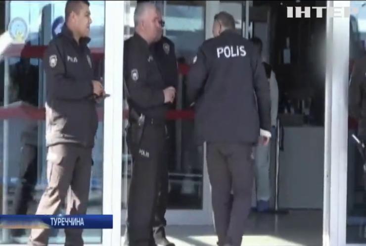 У Туреччині поліцейські влаштували стрілянину в аеропорту