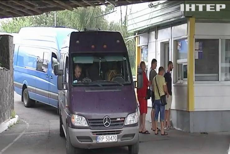 Лідера угорців Румунії не впустили до України
