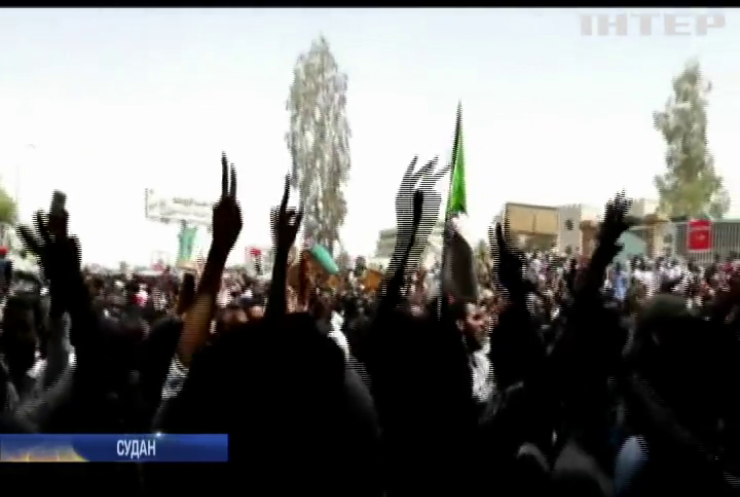 Армія Судану відсторонила президента від влади