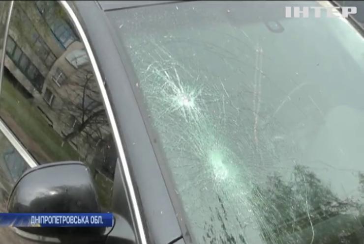 На Дніпропетровщині затримали вандала з кувалдою