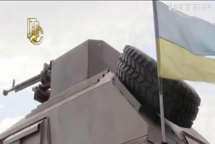 """У порту Одеси розвантажили партію броньованих машин """"Хамер"""" із США"""
