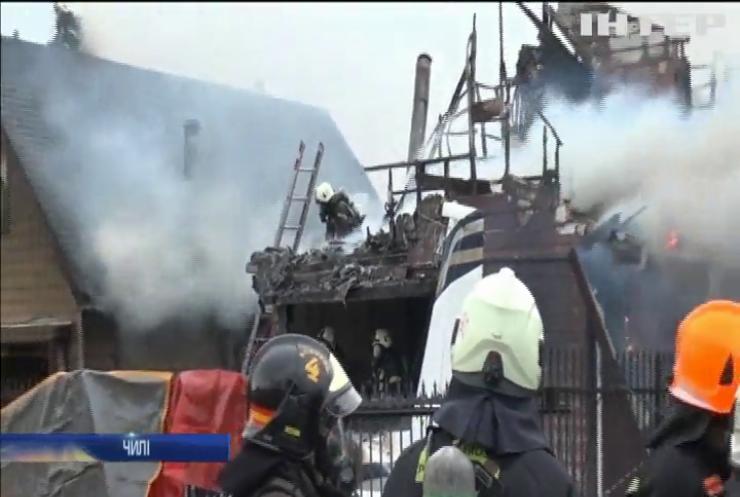 У Чилі літак упав на житловий будинок