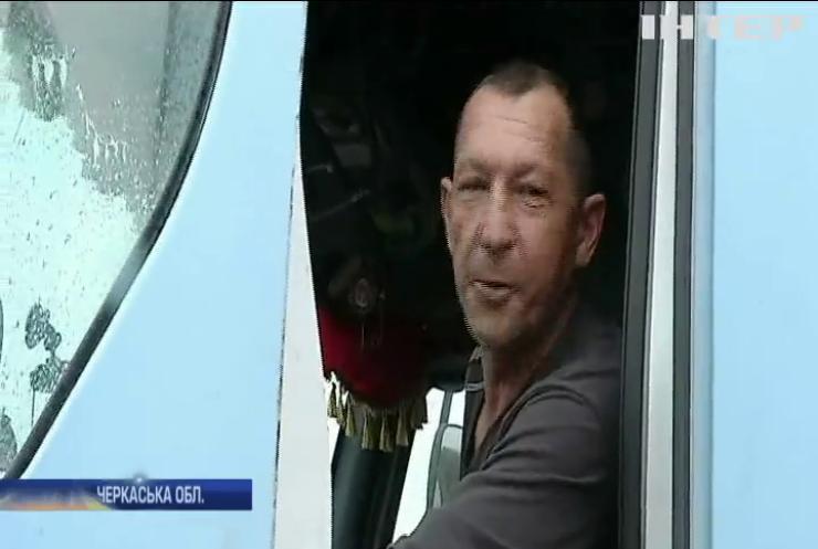Жителі Черкащини протестують проти транзиту вантажівок через село