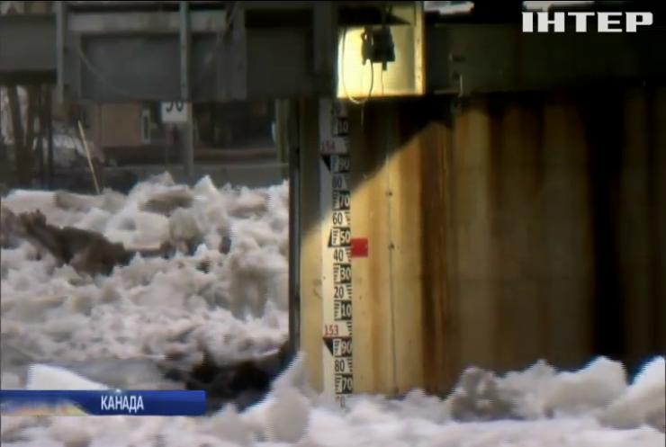 У Канаді затопило місто після прориву дамби