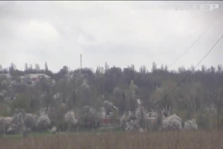 На Донбасі бойовики накрили вогнем селище Пищевик