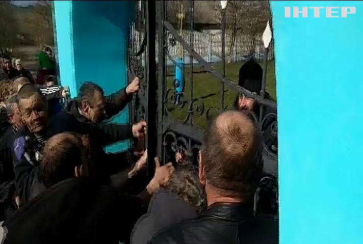 Прихильники ПЦУ з бійкою захопили Свято-Успенську церкву на Волині
