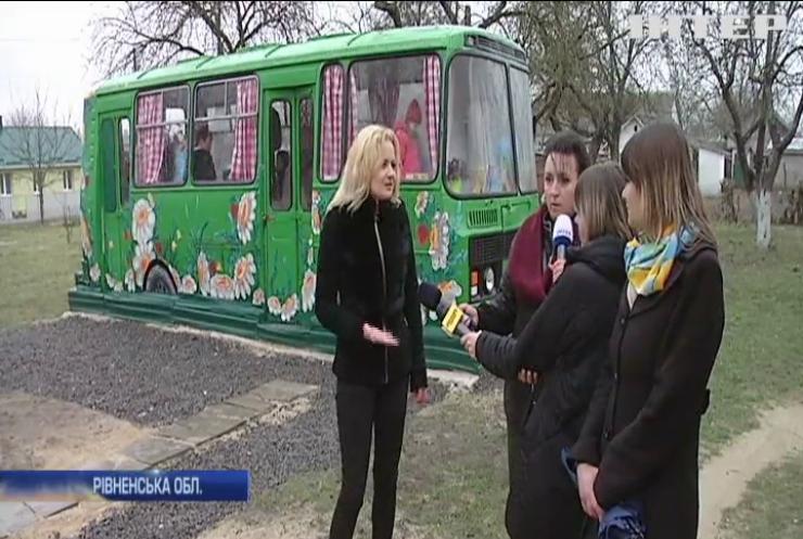 """""""Територія свободи"""": школярів з Рівненщини навчатимуть у старому автобусі"""