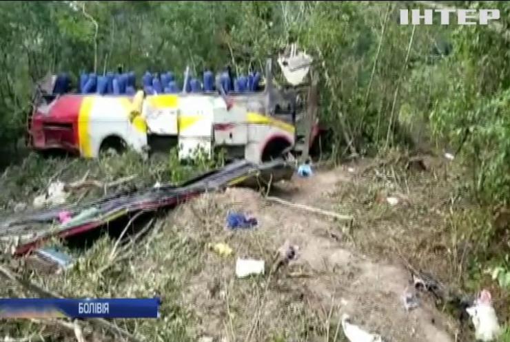 У Болівії автобус упав в ущелину: загинули люди