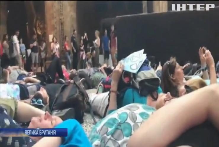 Британські активісти влаштували лежачий протест