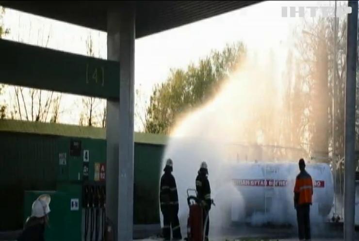 У Миколаєві на заправці розгерметизувалась цистерна з газом