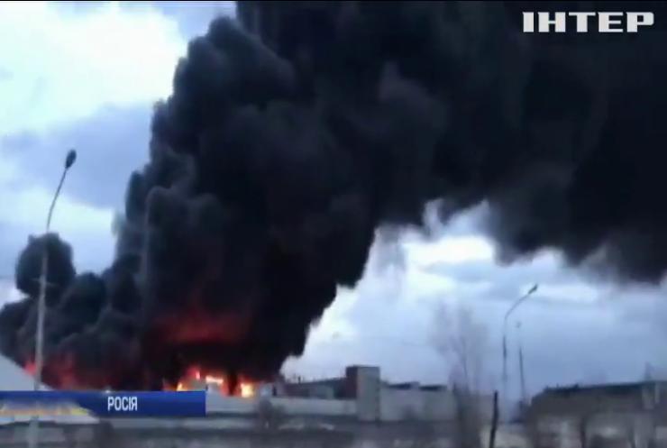 В Росії палає завод боєприпасів