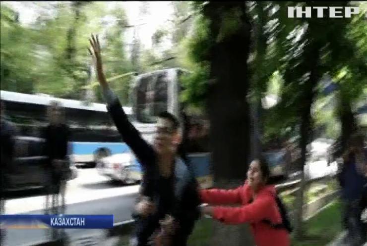 Казахстан сколихнули антиурядові протести