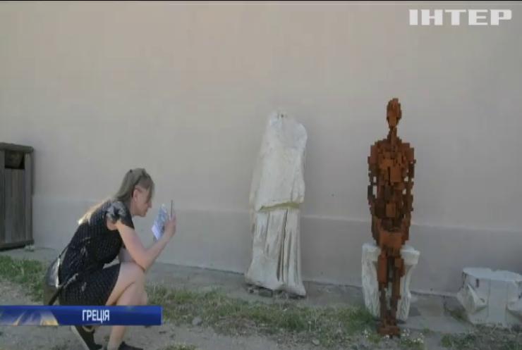 На грецькому острові влаштували виставку сучасного мистецтва