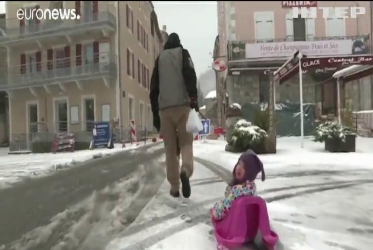 Центральну Європу засипало снігом