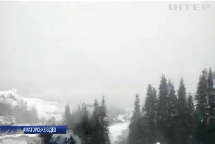 Гірські райони Прикарпаття засипало снігом