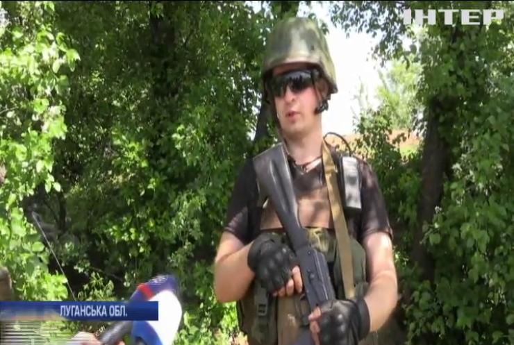 На Донбасі по українських опорниках працює ворожа артилерія