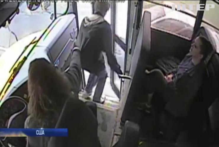 Водій шкільного автобуса врятував підлітка від загибелі