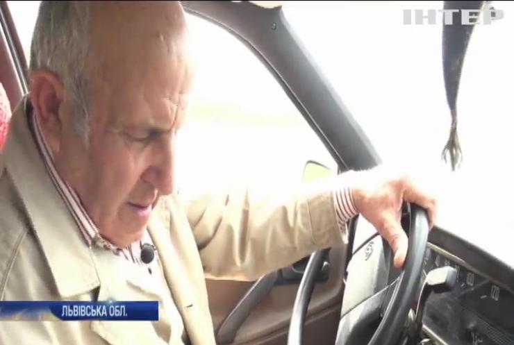 Машина-амфібія: житель Львівщини створив унікальний автомобіль