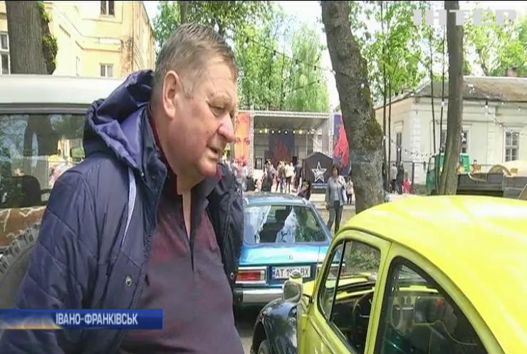 Автолюбителі Івано-Франківська влаштували фестиваль ретро-машин