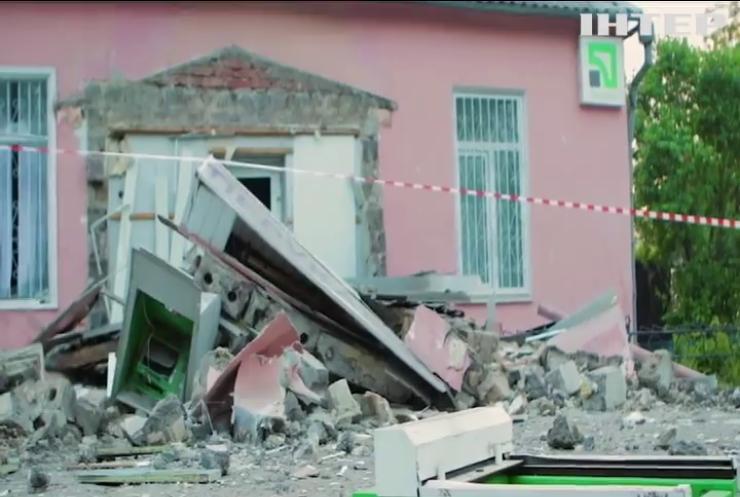 Уламки розлетілися на всю вулицю: у Дніпрі підірвали банкомат