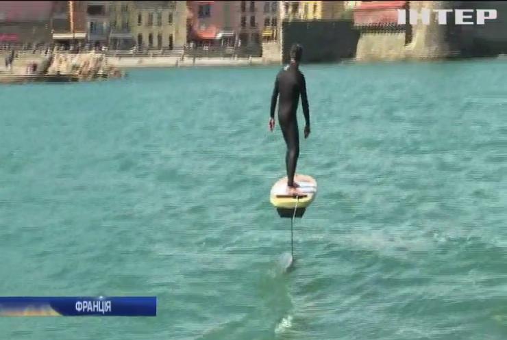 Житель Франції змайстрував електричну дошку для серфінгу