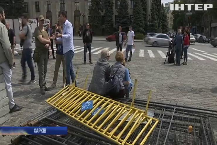 Активісти Харкова не пустили комунальників на площу Свободи