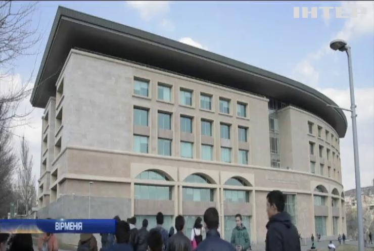 Комп'ютери, 3D-принтери і роботи: у Єревані відкрився креативний центр для підлітків