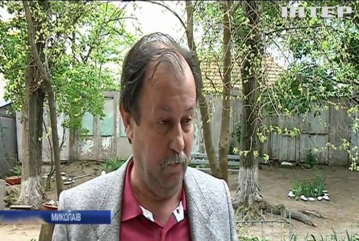 Мешканці будинку у Миколаєві скаржаться на токсичний магазин