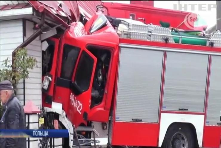 У Польщі пожежна машина протаранила житловий будинок