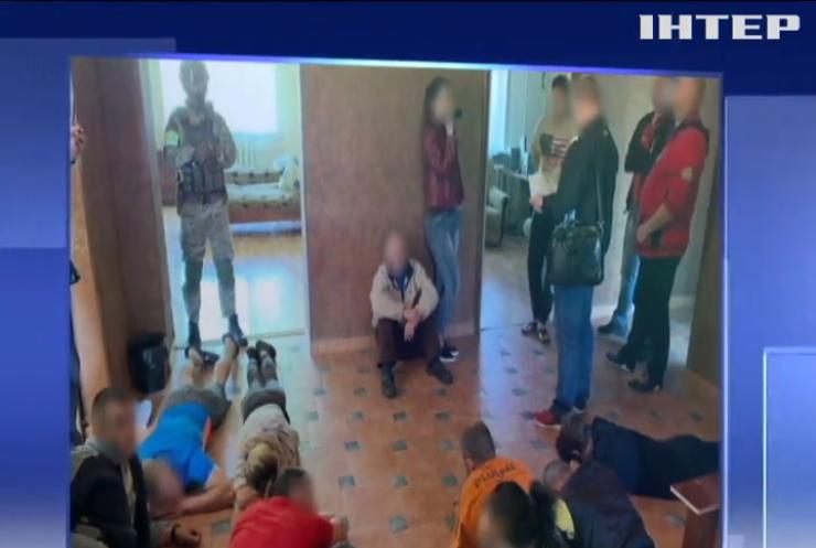 На Харківщині псевдолікарі катували наркозалежних