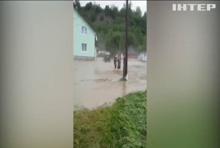 Потужні зливи дісталися Прикарпаття