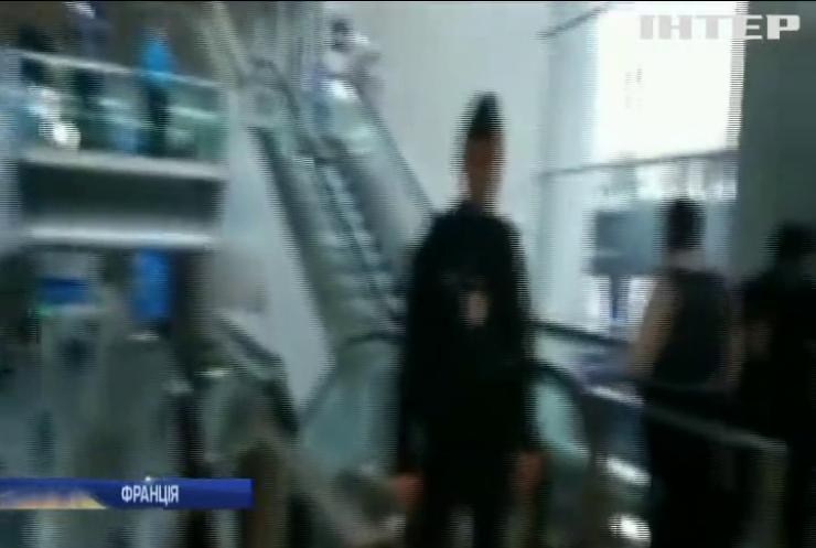 У Франції нелегальні мігранти захопили аеропорт