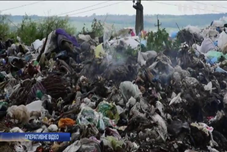 На Миколаївщині третю добу горить полігон побутових відходів