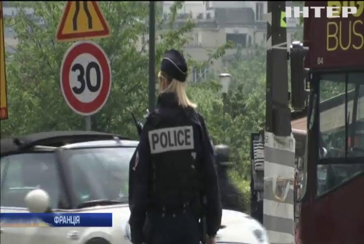 Із Ейфелевої вежі евакуювали туристів