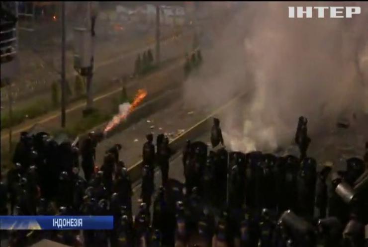 Протести в Індонезії: поліцію звинуватили у застосуванні бойової зброї