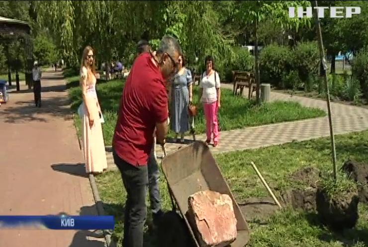 Українці створюють у Києві алею українських діаспор