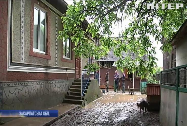 Повені на Закарпатті: рятувальники знайшли тіло п'ятикласника
