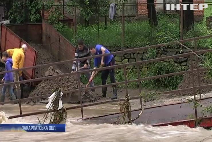 Негода на Закарпатті: рятувальники знайшли тіло п'ятикласника